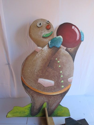 Gingerbread men. 3 in the set. Painted on plywood. Comes with a stand.  R65 each to rent for 4 days.