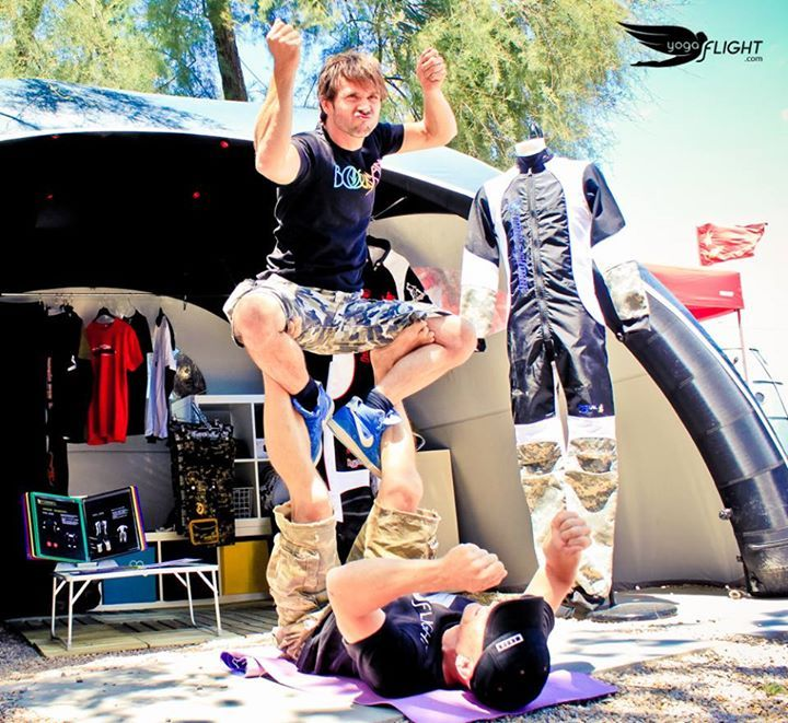 BE THE POSE yogaFLIGHT Contest yogaFLIGHT at Skydive Empuriabrava and Windoor during Vector Festival — with  #Proflyer Skydiver Fabian Thomann at Vector Festival.  Artwork by NBQ Pro artists. Joined by Yoga For Skydivers   #yogaflight #windoor #empuriabrava #vectorfest #skydivempuriabrava #Proflyer #skydiver #yogaforskydivers #contest #yoga #pose