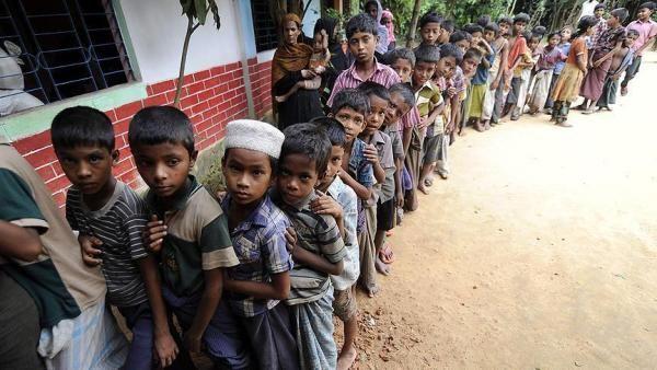 Berita Islam ! Dewan Rohingya Eropa: Militer Myanmar Rekayasa Kenyataan yang Terjadi di Rakhine... Bantu Share ! http://ift.tt/2wSJI4O Dewan Rohingya Eropa: Militer Myanmar Rekayasa Kenyataan yang Terjadi di Rakhine  Hla Kyaw Ketua Dewan Rohingya Eropa akhirnya angkat bicara menanggapi serangan di 30 pos perbatasan Myanmar-Bangladesh di Maungdaw yang merenggut nyawa hampir 90 jiwa. Ketua Dewan Rohingya Eropa tersebut menegaskan bahwa Militer Myanmar telah merekayasa kenyataan yang saat ini…