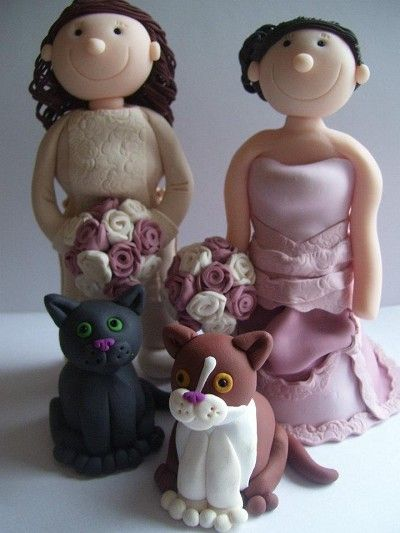 These vintage dresses were such a delight to make. This set of civil ceremony toppers includes the couple's cats ;-)