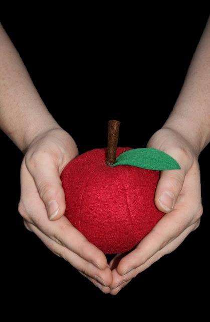Bilingual Crafting and Sewing: Apple/Apfel (Tutorial)