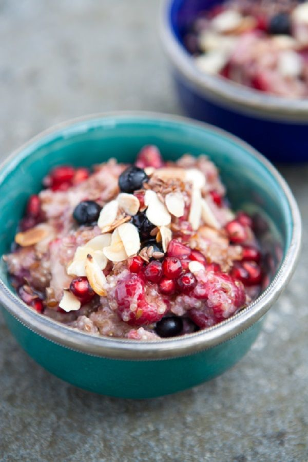 Living well starts from the moment you wake up! Healthy Quinoa Porridge | via The Honest Company blog