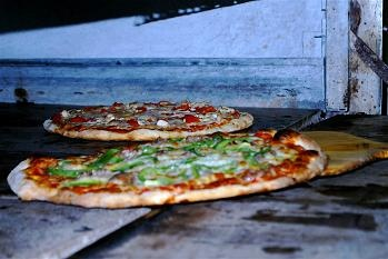 Enzo's Pizza, Bonita Springs, FL---best pizza and calzones ever!