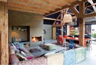 kleur muur mooi met houten balken, betonnen vloer