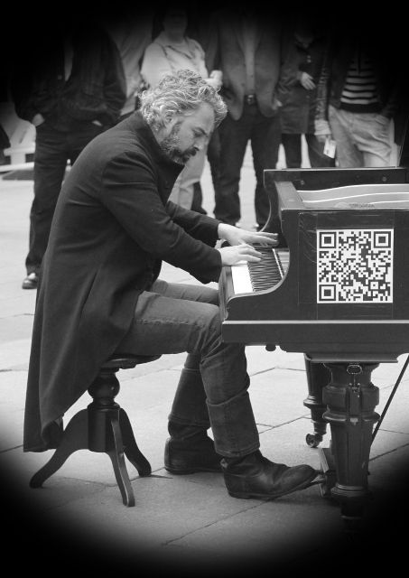 Street piano in Munich (2)