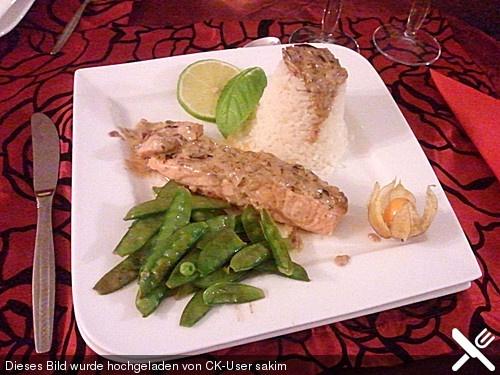 Pochierter Lachs in Sekt - Limetten - Sauce (Rezept mit Bild) | Chefkoch.de #Fisch #Reis #Zuckerschoten #Erbsen #Limetten #Sommer #Frisch