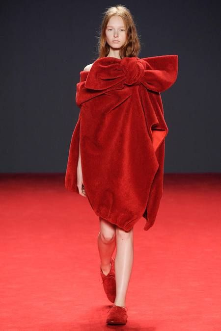 Viktor & Rolf   Fall 2014 Couture Collection   Style.com  if you can never walk the Red Carpet,... wear it?