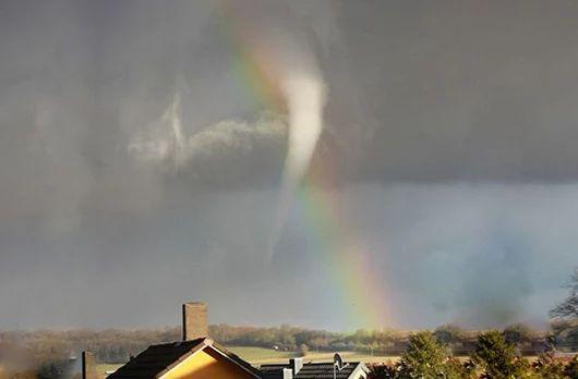 Katastrophen-Alarm: Tornado wütet bei Würzburg (Videos)