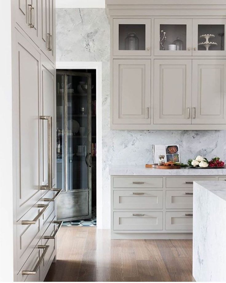 Observation Although White Kitchens Will Always Have A Timeless Quality To Them Im Noticing A Trend Toward Luxury Kitchens Home Kitchens Home Interior Design