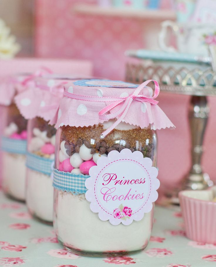 """We created jars of 'Princess Cookies' as the party favors, mixes to be made at home,"" Louise says.  Source: Sunshine Parties"