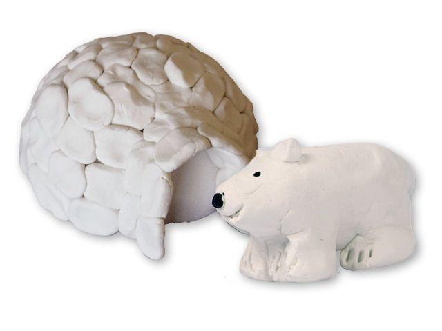 Boetseerbeer - Op de Noordpool loopt dit vrolijke ijsbeertje rondt. Hij woont in een iglo van klei. Geef hem een neusje en oogjes met viltstift.