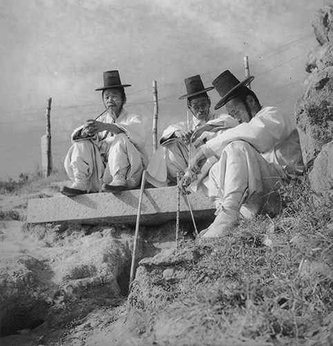 Wisemen, dapper dudes, cowboys of the far east– I'm not really sure what to call them, I just know I've been charmed by these old world photographs of Korean style captured by visiting foreigners before the country was torn in half.   It all started with this photograph from the Cornell Universit