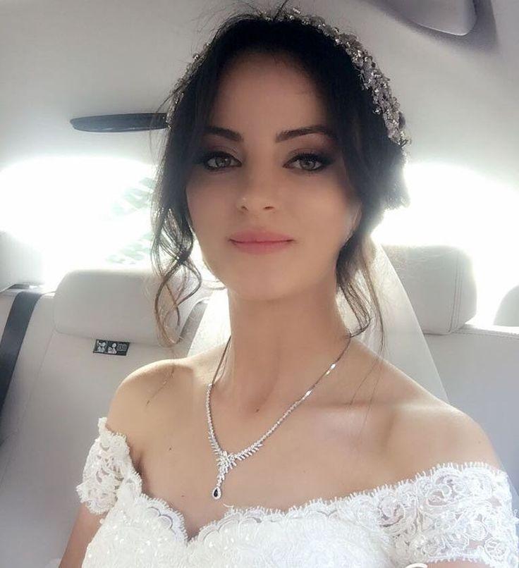 """439 Beğenme, 6 Yorum - Instagram'da Aslı Kırdar Moda Evi (@asli_kirdar): """"#bride #bridal #gelinlik #gelinelçiçeği #gelinolmak #dugun #tasarim #hautecouture #kisiyeozel"""""""