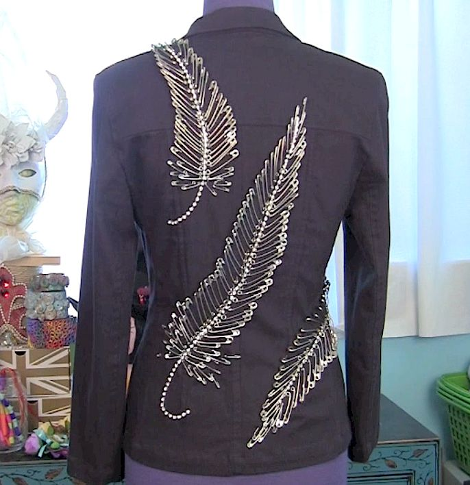 Diy Safety Pin Feathers - Would look great with different coloured safety pins