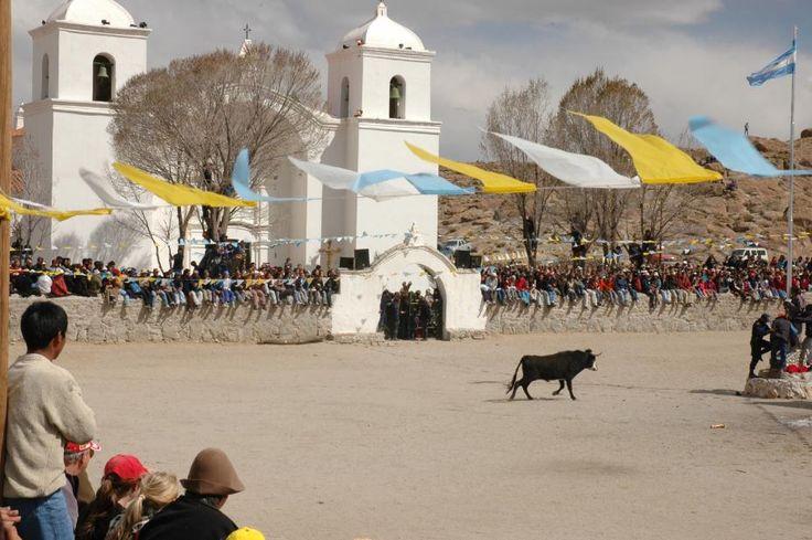Toreo de la Vincha en Casabindo, Jujuy. Más sobre viajes en www.facebook.com/viajaportupais