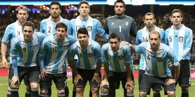 Arjantin Milli Takım teknik direktörü Alejandro Sabella, 12 Haziran'da Brezilya'da başlayacak olan FIFA Dünya Kupası aday kadrosunu açıkladı. Sabella'nın, bu yıl Serie A'yı şampiyon tamamlayan Juventus'un en önemli gol silahı olan Carlos Tevez'i 30 kişilik aday kadroya çağırmaması dikkat çekti.  2014 FIFA Dünya Kupası F Grubu'nda Bosna Hersek, İran ve Nijerya ile mücadele edecek olan Arjantin'in kadrosu şu şekilde.  http://www.foreverbesiktas.net/sabelladan-teveze-kesik/