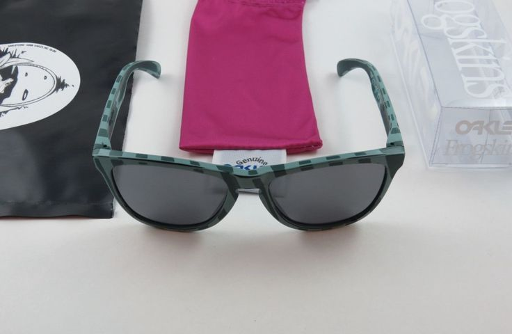 What do you think of these 2 Oakley Petterson Frogskins that just popped up for sale? Link: http://www.oakleyforum.com/threads/2-pettersons-just-popped-up-for-sale-whoa.62836/