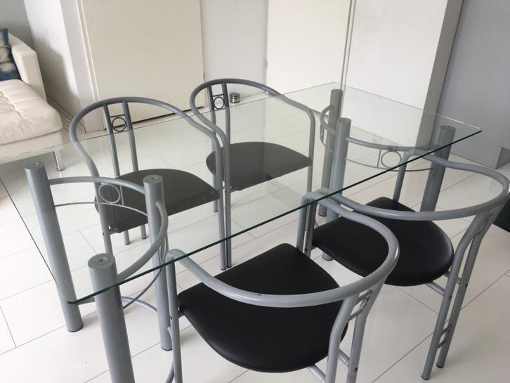 25 beste idee n over glazen tafels op pinterest glazen tafel grote bank en sectionele banken - Glazen tafel gesmeed ijzer en stoelen ...
