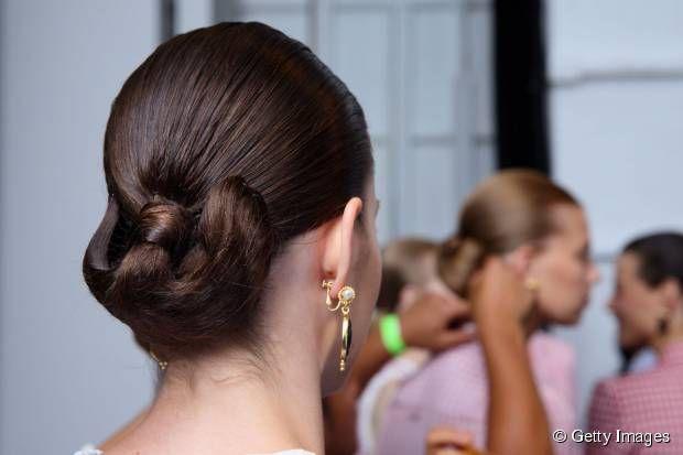 5 heat-proof summer hairstyles: Sleek updo