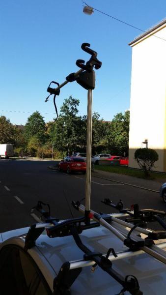 Verkaufe Zwei Original Fahrradlifter für Fahrradträgersysteme, guter Zustand paar mal benutzt auch über längere Sträcken nach Italien z.B. kein Problem.Der Preis von 110 Euro bezieht sich auf 2 StückDank des hydraulischen Lifters mit schwenkbaren Hebearm schwebt das Rad vor Ihren Augen auf das Autodach und wieder herunter.Große Entlastung auch für den Rücken.PASSEN AUCH AUF ANDERE GRUNDTRÄGERSYSTEME MIT T-NUT SCHIENEN.Die passenden Grundträger für einen VW Passat 3B 1999 Baujahr habe ich in…