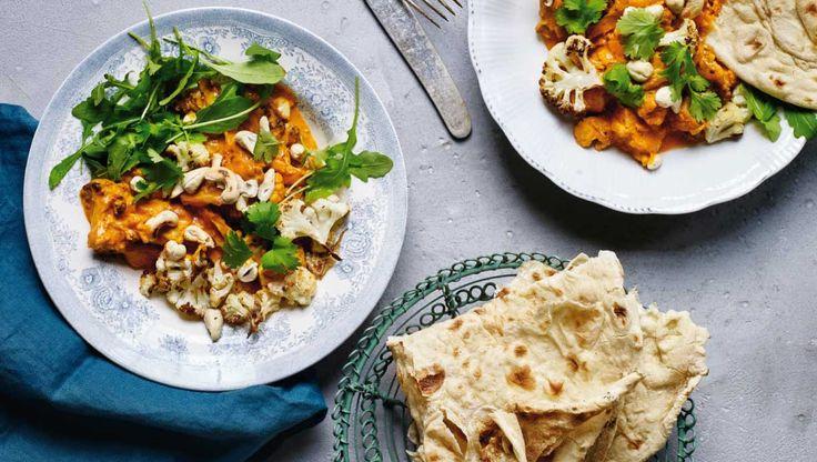 Garam masala er en indisk krydderiblanding, der giver en vidunderlig smag. Brug en blanding af paprika, koriander, spidskommen, kardemomme og kanel, hvis du ikke kan finde det i dit lokale supermarked. Her får du opskriften på indisk kylling med ristet blomkål