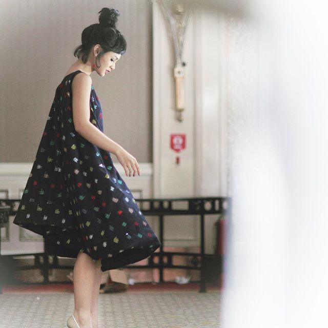 Saya dalam Ikat Indonesia. Musim Purnama 2015/2016. I dont know how Didiet Maulana done this. No sneak peek, no fitting. And voila! This petite tenun dress is so me!