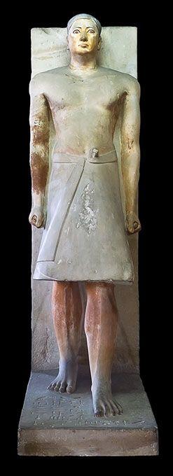 Estatua de Ranofer, funcionario de la V Dinastía. El Cairo, Museo Egipcio. Vestido con el atuendo privado.