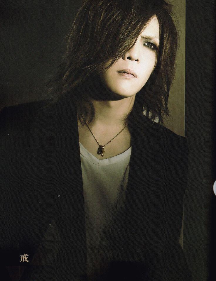 Yutaka Kai Uke, the GazettE. He looks so good here! So handsomely hot!