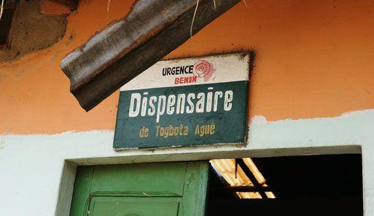 L'entrée du dispensaire actuel de Togbota, géré depuis plus de 5 ans par l'association mais aujourd'hui complètement sous-dimensionné et inadapté à la situation du village. #benin #togbota #action