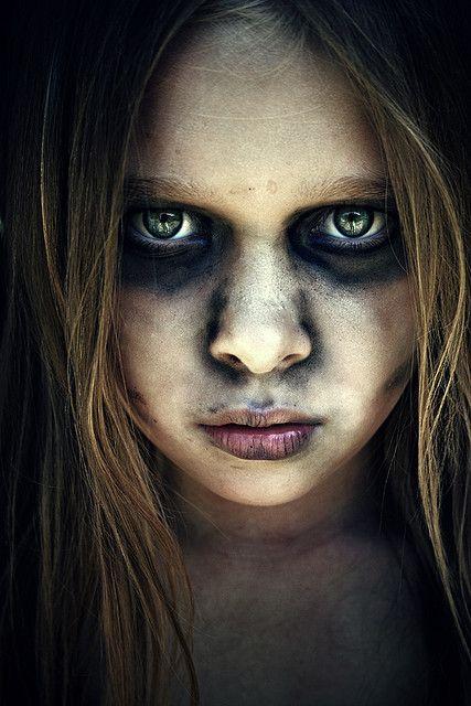 zombie girl by Lá caitlin, via Flickr