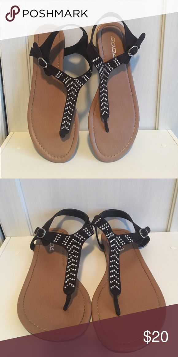 Tillys sandals Tillys sandals size 9 Tilly's Shoes Sandals