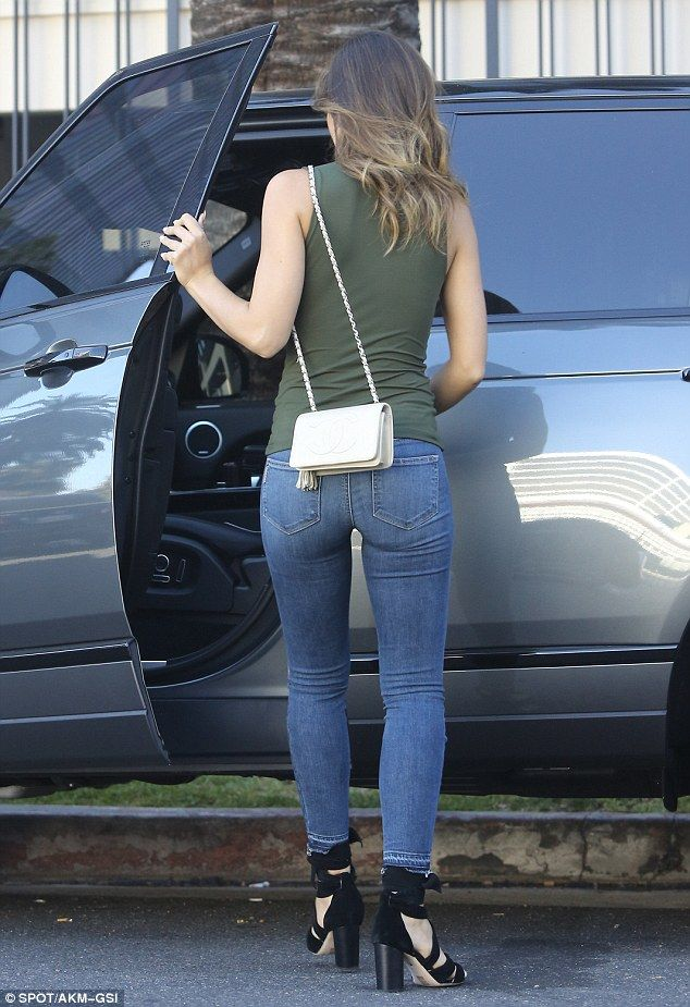 Jenson Button's girlfriend Brittny Ward flaunts her ample ...