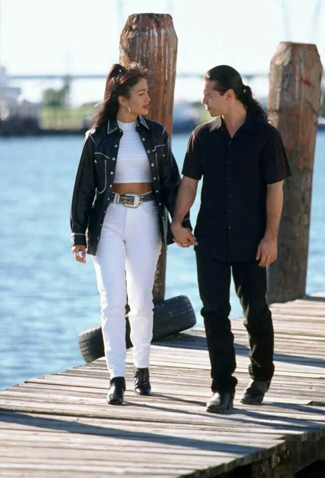 Selena and Chris on the port scene | Selena quintanilla ...