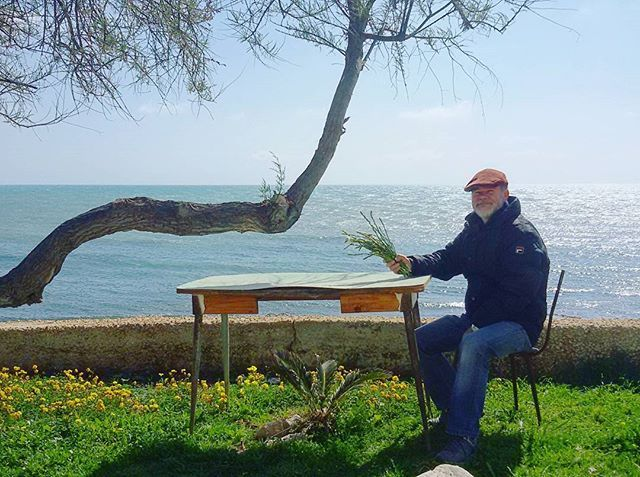 Pater cum m'pocus d'asparagus.  #sampieri #sea #light #shadow #traveltosicily #ilovescicli  #ilovesicily #goodmorning #sicily #sicilia #thebestdestinations #travelnomad #wanderlust #backpacker #globetrotter #travel #tourism #mobilephotography #neverstopexploring #alwaysaround #volgograd #volgoitalia #huffpost #bbctravel #travelgram #iluoghidimontalbano by ninagallarx. backpacker #tourism #huffpost #volgoitalia #volgograd #travel #iluoghidimontalbano #bbctravel #sicily #wanderlust…