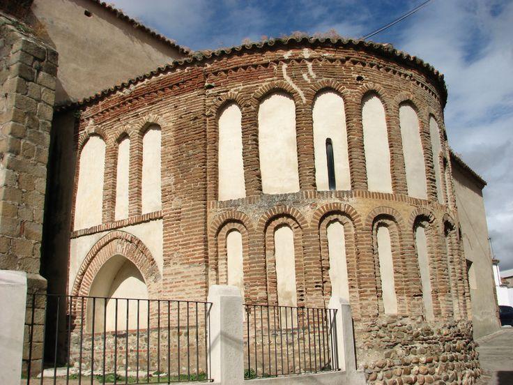 El ábside mudéjar de la Iglesia de Nuestra Señora de la Asunción, uno de los poquitos ejemplos de arquitectura mudéjar del norte extremeño.