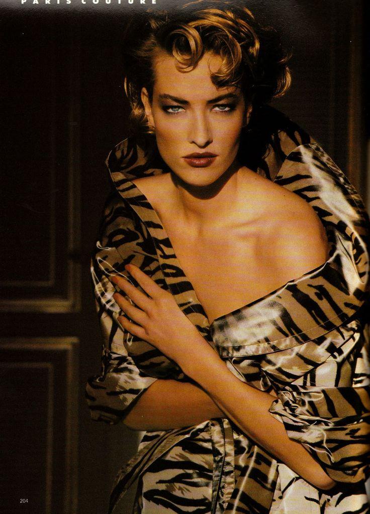 ☆ Tatjana Patitz   Photography by Patrick Demarchelier   For Vogue Magazine UK   April 1990