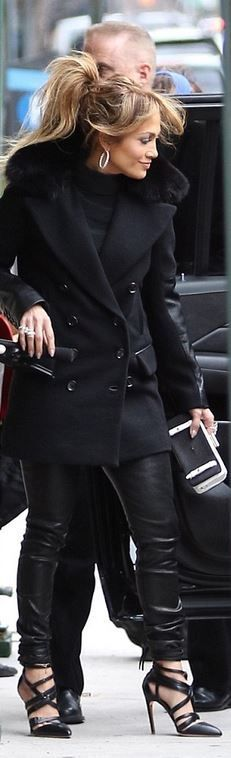 Who made Jennifer Lopez's black clutch handbag and jewelry? (OutfitID)