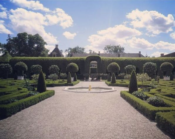 The famed #hornbeam walk at #palacehetloo. Designed by Claude Desgotz and built in 1684. This is the most amazing manipulation of #plants I have ever seen #topiary #hedges #baroque #formalgarden #boxhedge #gardendesign #landscapedesign #thenetherlands #royalgarden #Carpinusbetulus