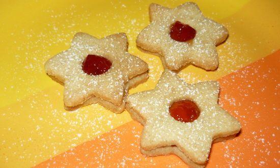 Připravte si zdravější vánoční cukroví, které byste měli ochutnat, protože chutná opravdu velmi dobře. Celozrnné linecké cukroví chutná téměř stejně jako to, které je připravené pouze z bílé mouky.