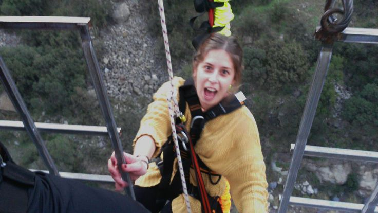Hay cosas en la vida a las que no hay que darles muchas vueltas. Como un salto en bungee, por ejemplo. Una explosión de adrenalina ideal para viajeros.