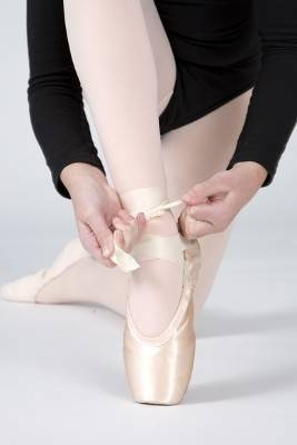 How to tie Pointe Shoes