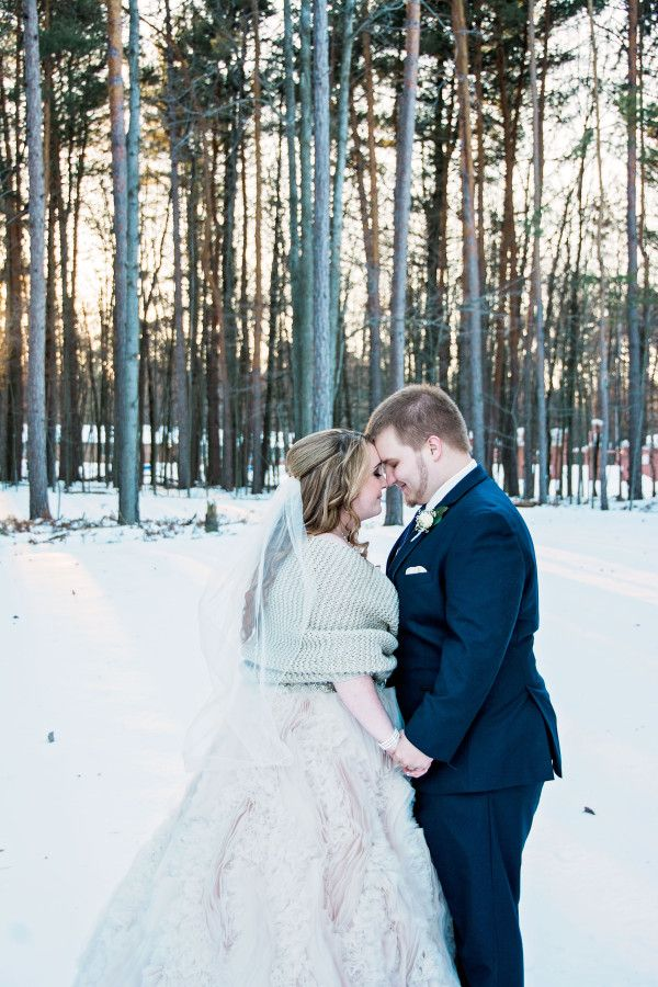 This photo proves that winter weddings can be gorgeous, despite subzero temps and snowy weather. http://www.victoriachristophe.com