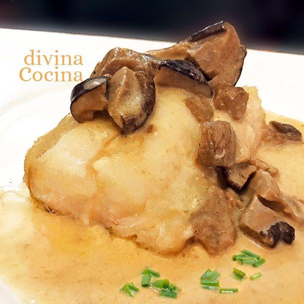 Esta receta de merluza con setas o champiñones es perfecta para ocasiones especiales y al mismo tiempo muy sencilla de preparar.