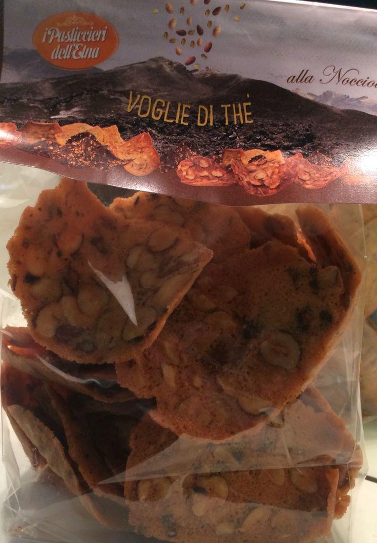 Voglie di Thè...specialità di Zafferana Etnea, a base di frutta secca (nocciole, mandorle, pistacchi) albumi e zucchero. Si sciolgono in bocca.