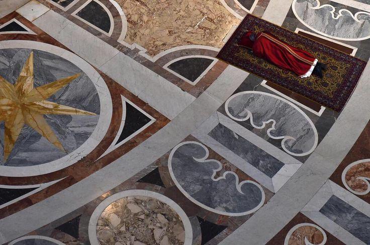 #lafotodelgiorno  (Vaticano - Foto: Epa/Gabriel Bouys) http://t.co/8mkfl7EiHh