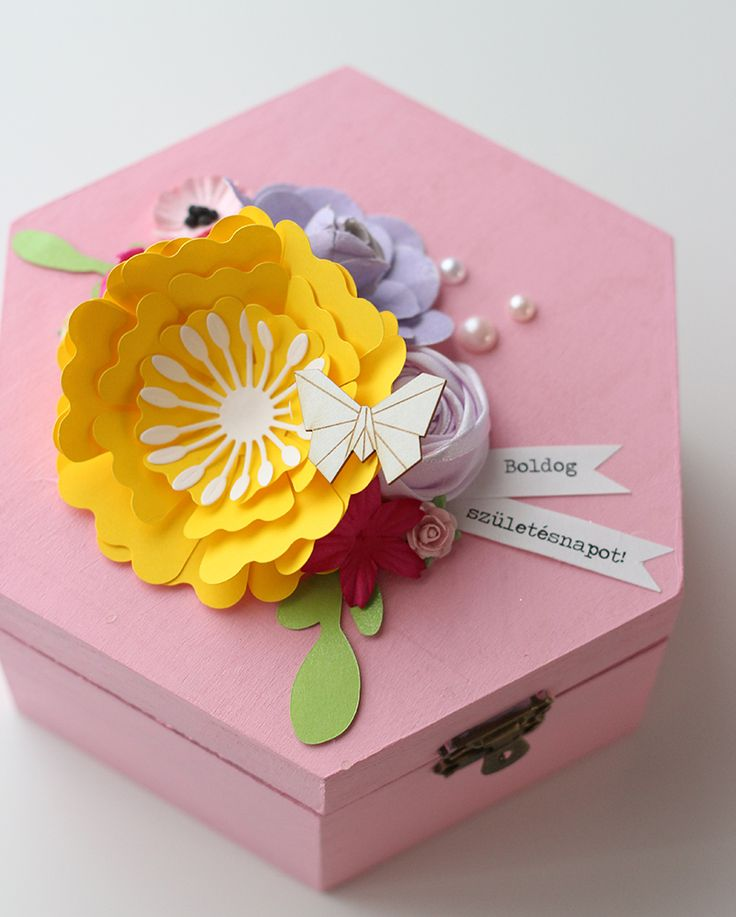 Birthday box with flowers by Fraupester