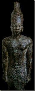 Farao Teti, Egyptisch Museum, Caïro. Teti was de eerste farao van de 6de dynastie volgens de Koningslijst. In die hoedanigheid bracht hij weer rust in het land. Aan het einde van de 5de dynastie vormde de macht van de diverse gouwen een bedreiging voor de eenheid van het land. De meest duidelijke aanwijzing hiervoor is de aanstelling van een tweede vizier die controle diende te houden over de Opper-Egyptische gouwen.Lees het volledige artikel op Kemet.nl
