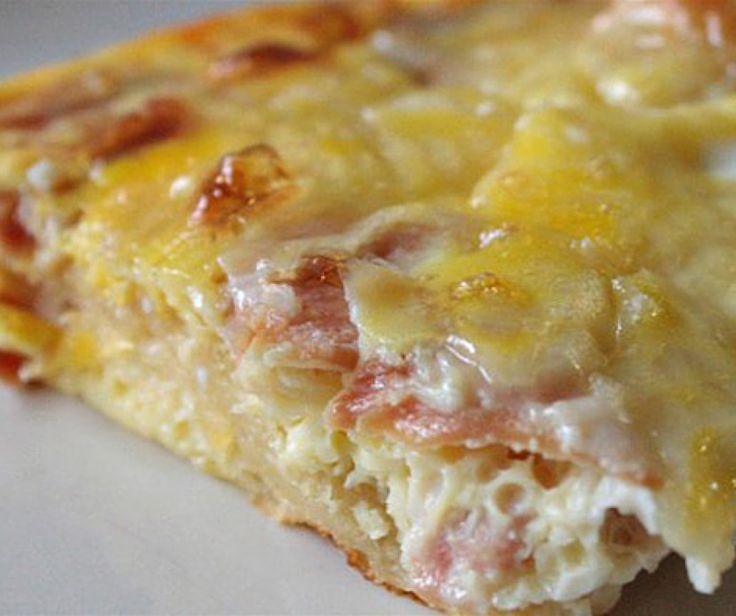 """H oικογένεια μαζεύεται γύρω από το τραπέζι και απολαμβάνει γευστικό σουφλέ τυριών με Κρις Κρις """"Τόστιμο!"""" Ψίχα Σταρένιο! Η απολαυστική συνταγή του... ένα κλικ πιο κοντά σας! http://bit.ly/CheeseSouffle"""