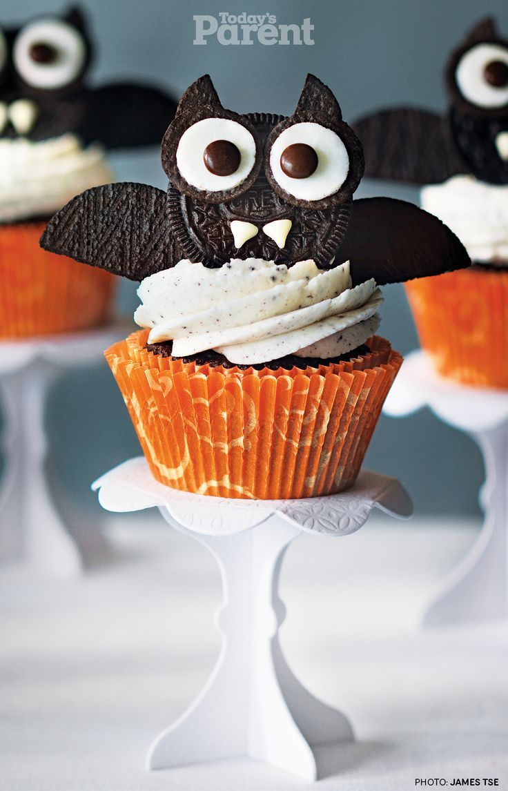 halloween oreo bat cupcake todaysparent halloweenideas