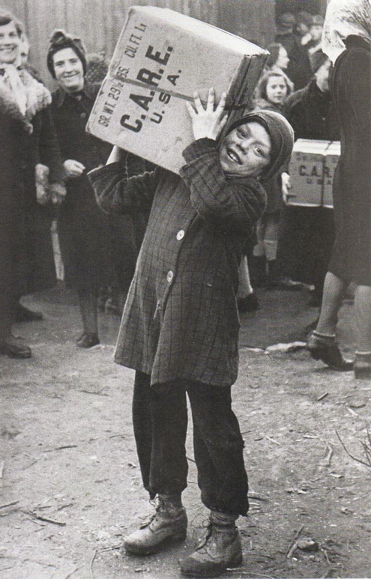 Die Berliner hungerten ... Erstes Care Paket in Berlin, 14. August 1946. Fotograf unbekannt.